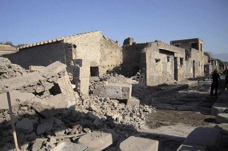 Imagen del derrumbe de la 'Domus dei Gladiatori' en Pompeya. | Efe - ElMundo.es