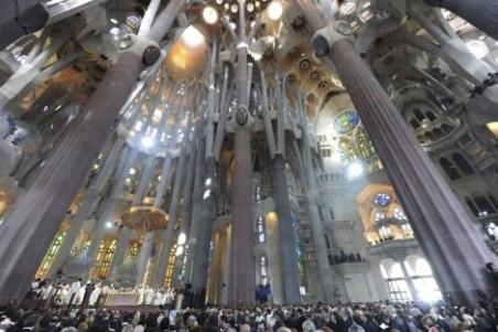 El interior de la Sagrada Familia, tras la consagración. | Efe - ElMundo.es