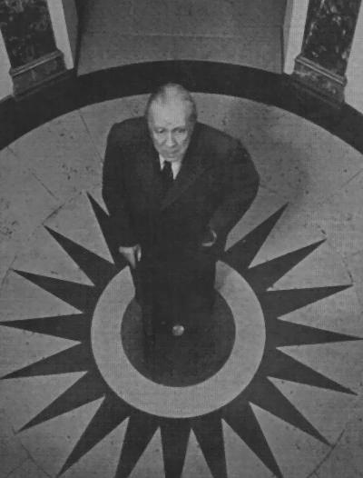 Foto de Jorge Luis Borges tomada en 1969 en el Hôtel des Beaux Arts (París), lugar donde murió Oscar Wilde y donde el mismo Borges manifestó su deseo de morir. Wikipedia