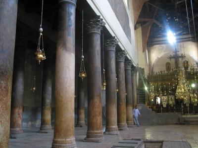 Interior de la Basílica de la Natividad. Belén, Israel. Wikipedia