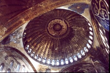 Vista interior de la cúpula. Hagia Sophia, Estambul. Turquía (Wikipedia)