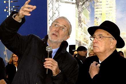 Renzo Piano (izquierda) junto al presidente de la República Italiana Giorgio Napolitano, 2007. Wikipedia