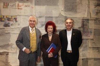 Paolo Riani, a la izquierda junto a la directgora del IVAM, Consuelo Císcar y el comisario de la exposición, José María Lozano, a la derecha. - IVAM / La Vanguardia