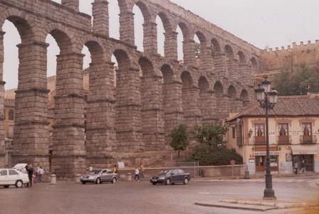 El soberbio Acueducto Romano de Segovia, España. Foto: Darío Álvarez, 2005.