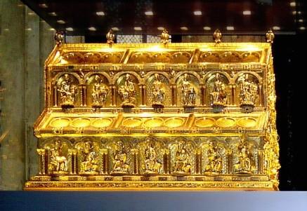 Arqueta gótica con las supuestas reliquias de los Reyes Magos, en la Catedral de Colonia. Wikipedia