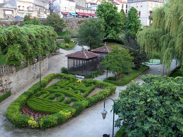 Jardín público en Allariz (Orense, Galicia - España) Foto: Darío Álvarez, 2007