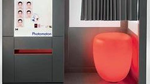 Imagen del fotomatón francés diseñado por Philippe Starck - ABC.es /EFE