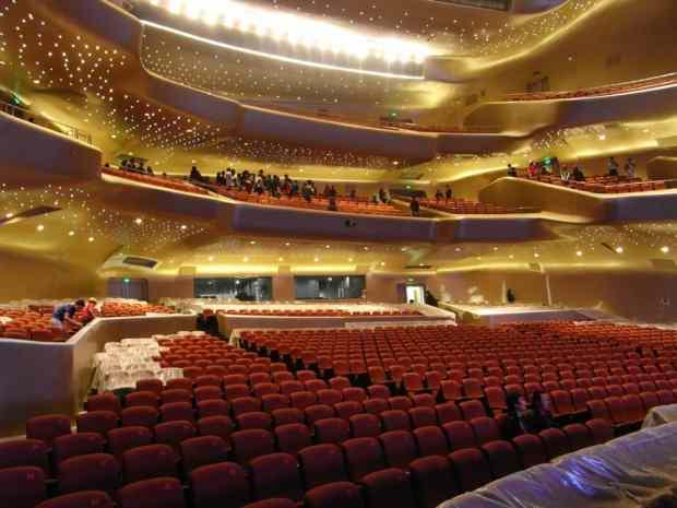 Zaha Hadid y la Opera de Guangzhou en China  Más Info: www.viarosario.com