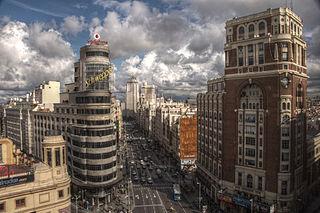Gran Vía, Madrid. Vista general. A la derecha el Palacio de la Prensa. 2010 - Wikipedia