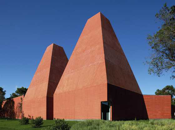 Casa das Historias Paula Rego, Portugal. Photo via Blueprint magazine.  Architizer