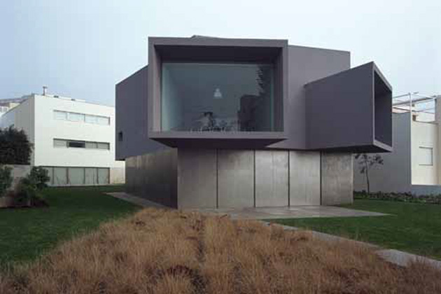 (1998 - 2003) Cinema House por Manoel de Oliveira.  Oporto, Portugal. Foto por Luis Ferreira Alves. www.pritzkerprize.com