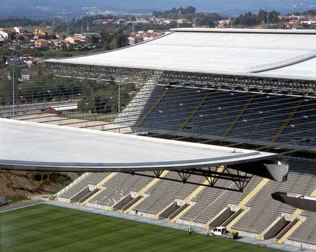 2000-2003. Architecture project for the Braga Stadium - Braga, Portugal. Photos by Luis Ferreira Alves. www.pritzkerprize.com