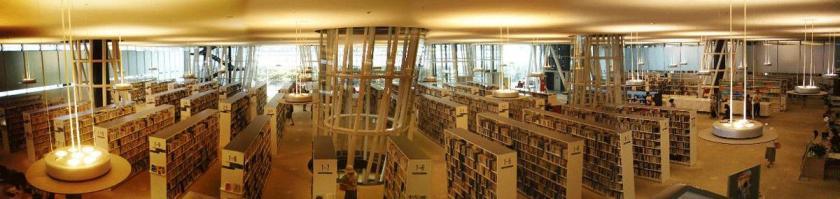 Panorama interior de la Mediateca de Sendai (Miyagi, Japón) proyecto de Toyo Ito e ingeniería de Mutsuro Sasaki