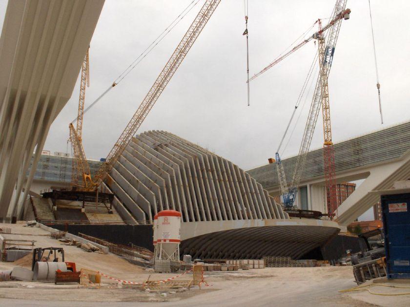 Instantánea de la construcción de Pabellón de Exposiciones por Calatrava en Oviedo, Asturias (2008)