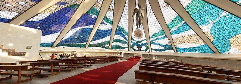Vista interior de la Catedral de Brasilia. Wikipedia