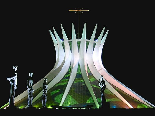 La Catedral de Brasilia, de Oscar Niemeyer. Wikipedia