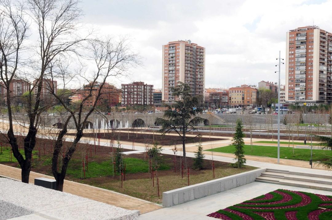 """Madrid Río.  Un nuevo Madrid para todos los ciudadanos. Ayuntamiento de Madrid. (Más fotos oficiales haciendo """"click"""" en la imagen)"""