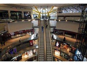 Interior de la Plaza taurina reconfigurado como centro comercial.
