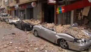 Terremoto en Murcia  Varios coches destrozados por el terremoto en Lorca. (ATLAS) 20minutos.es