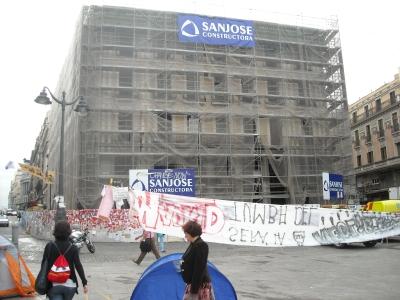 """Desmontado el famoso cartel de """"Tío Pepe"""" el Edificio está en plena transformación"""