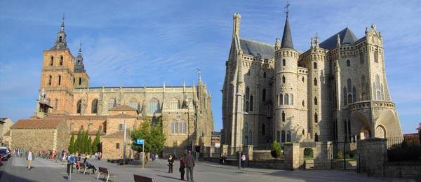 Catedral de Astorga y Palacio Episcopal (este, obra de Gaudí) Foto: Web de La Diocesis de Astorga