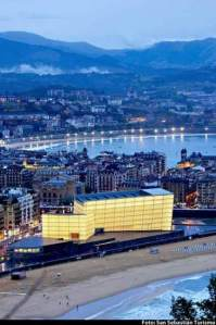 Vista general de la ciudad (San Sebastián) con el Kuursal en primer pañlno (San Sebastian Turismo) 20minutos.es