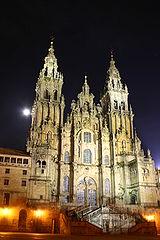 Vista nocturna de la fachada del Obradoiro. Wikipedia