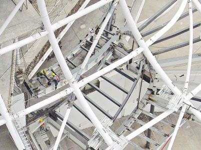 Estructura. Se diseñó con herramientas digitales y está compuesta por 28 columnas tubulares de acero de diámetros y curvaturas diferentes.
