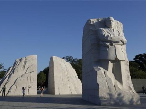 """Un monumento del reverendo fue colocado en el National Mall en el marco del 48 aniversario del famoso discurso """"Yo tengo un sueño"""", que se conmemorará el próximo domingo. www.milenio.com"""