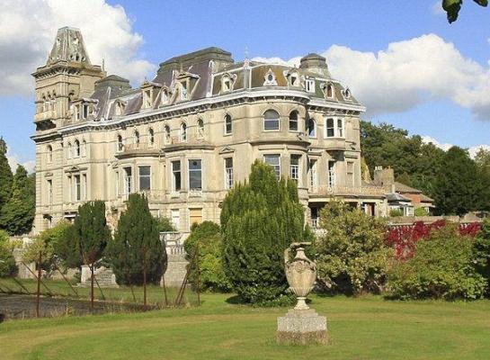 Vistas del exterior de la mansión que perteneció al hijo mayor del Rey Jorge II - idealista.com