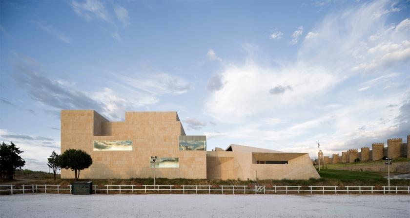 """Centro de Exposiciones y Congresos de Ávila, proyecto de Francisco Mangado, distinguido con el Premio Chicago Athenaeum 2011 (Foto: Fundación """"Arquitectura y Sociedad"""")"""