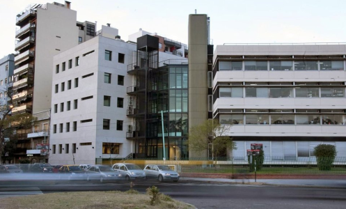 El nuevo edificio se levanta sobre la calle Juana de Ibarbourou, al costado del tradicional. Foto: Gentileza Fundación Instituto Leloir - lanacion.com.ar