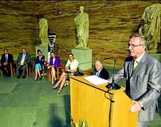 El arquitecto Rafael Moneo, durante la conferencia que pronunció en el Día del Museo. Foto:EFE - www.elperiodicoextremadura.com