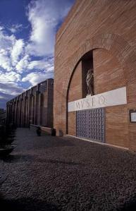Exterior del museo. Museo Nacional de Arte Romano - Mérida, España. Proyecto de Rafael Moneo