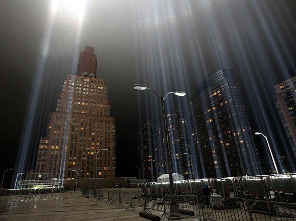 El Tributo a la Luz se realiza cada año para recordar a las casi 3.000 personas que murieron en los atentados contra las Torres Gemelas. (AFP) Clarín.com