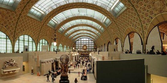 Musée d'Orsay, interior del museo con la sala principal. Wikipedia