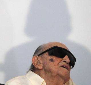 Niemeyer, en la inauguración de su fundación en Niteroi (Brasil).- REUTERS / ElPais.es