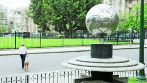Esa pelota es un monumento - Clarín.com