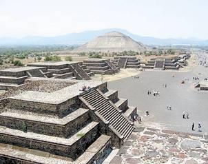 Reunión. Saburo Sugiyama estuvo presente en la V Mesa Redonda de Teotihuacán. (Foto: Archivo ) El Universal - México