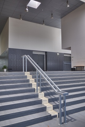 Accesos con techo acústico Colortone Neeva de Armstrong - Fotografía: OM2A Arquitectos Asociados – Bruno Antunes