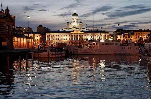 Helsinki - Anochecer, con la catedral al fondo. (FLICKR / Ilpo Torn - 20minutos.es )