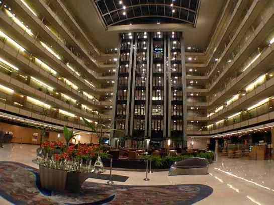 El imponente lobby del hotel Hilton en Puerto Madero, Buenos Aires - Wikipedia