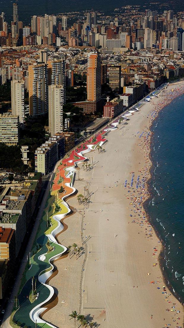 © Paseo Marítimo de Benidorm. Premio Ascer de Cerámica 2009 - Cortesía: Fundación Arquitectura y Sociedad, www.arquitecturaysociedad.com
