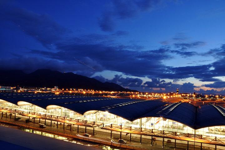 Aeropuerto Internacional de Hong Kong 香港國際機場 Hong Kong International Airport 赤鱲角機場 Aeropuerto Chek Lap Kok, obra de Norman Foster - Wikipedia
