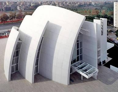 Radiante. Paneles de cemento blanco con nanopartículas que atrapan la suciedad y la descomponen. Clarín.com Arquitectura