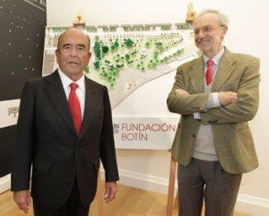 Emilio Botín y Renzo Piano junto a una maqueta del Centro de Arte Botín en la sede de la Fundación. Foto: Fundación Botín