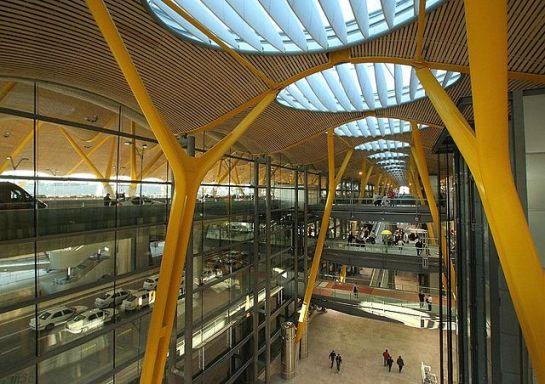 Entrada Planta Superior. Salida Planta Inferior - T4, Aeropuerto MadridBarajas. Wikipedia