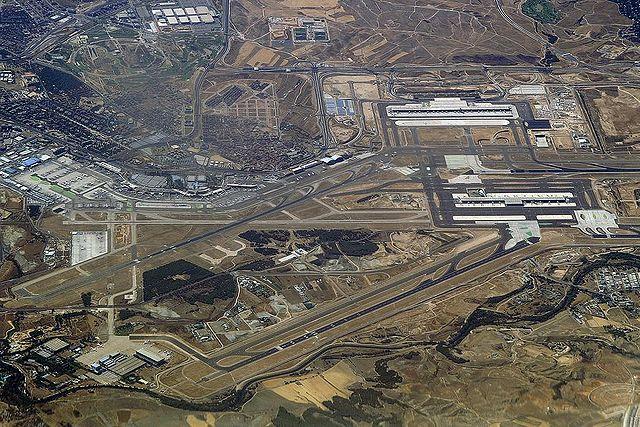 Vista del aeropuerto. Madrid - Barajas, Wikipedia