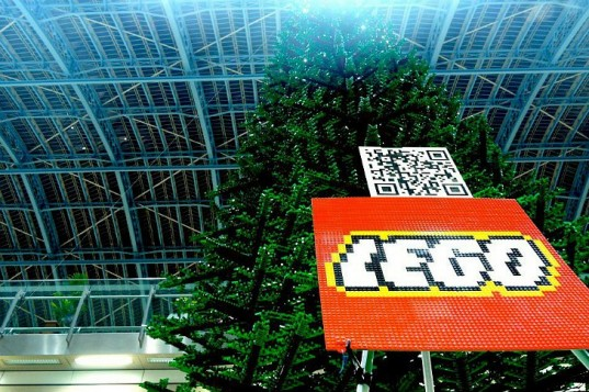 The faux-fir Lego Christmas tree recently popped up St. Pancras Station in London Read more: The World's Largest LEGO Christmas Tree Pops Up in London! | Inhabitat - Green Design Will Save the World