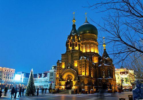Harbin, capital de la provincia de Heilongjiang, en el noreste de China, es una ciudad fría con una rica influencia rusa que lo impregna prácticamente todo, desde la arquitectura hasta la restauración. spanish.china.org.cn